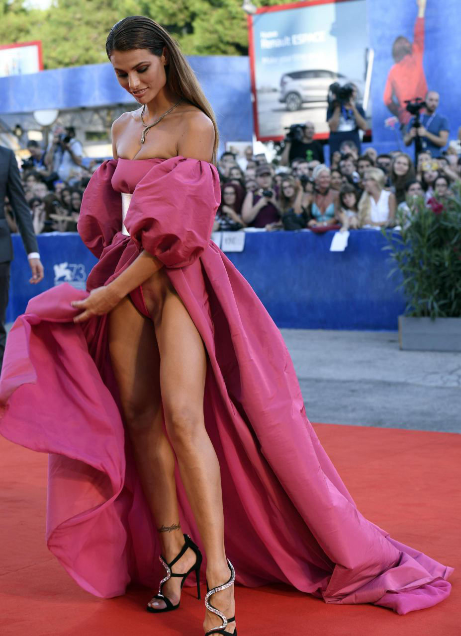 Dayane-Mello-Red-Carpet-Upskirt-4.jpg