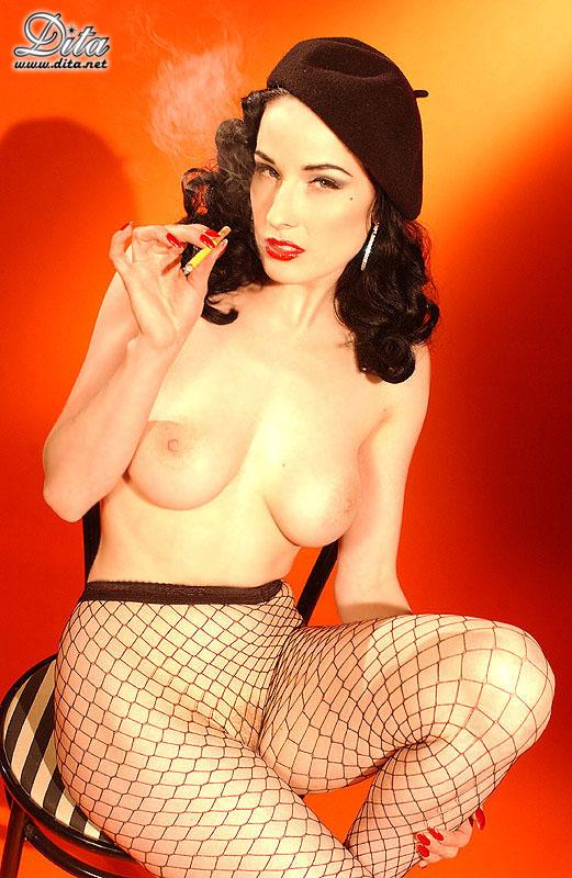 Dita-Von-Teese-Nude-Smoking-5.jpg