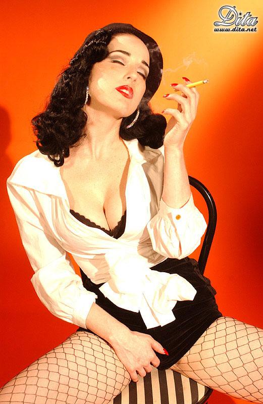 Dita-Von-Teese-Smoking-1.jpg
