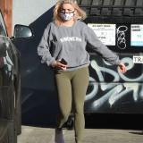 [Image: Ariel-Winter-Cameltoe-in-Los-Angeles-09.11-2.th.jpg]