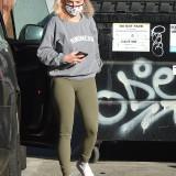 [Image: Ariel-Winter-Cameltoe-in-Los-Angeles-09.11-4.th.jpg]