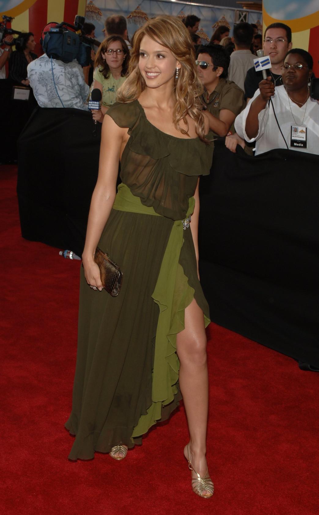 Jessica-Alba-Wardrobe-Malfuction-OOPS-Moments-17.jpg