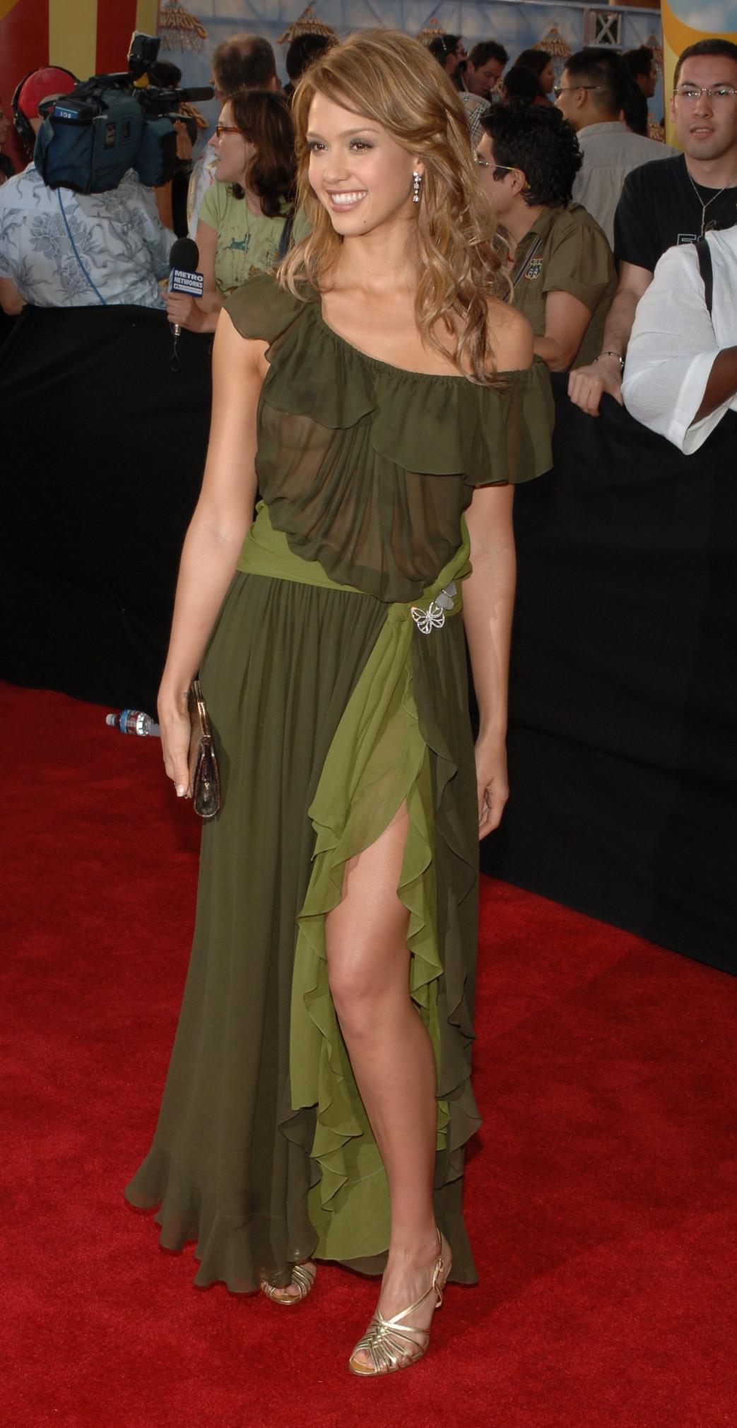 Jessica-Alba-Wardrobe-Malfuction-OOPS-Moments-20.jpg