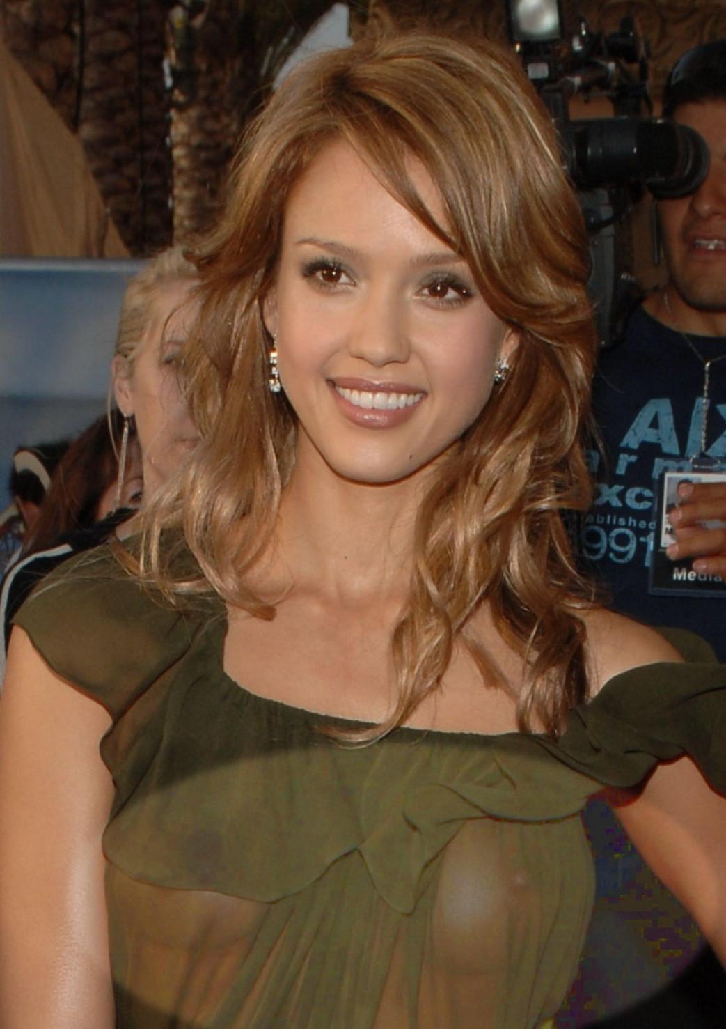 Jessica-Alba-Wardrobe-Malfuction-OOPS-Moments-26.jpg