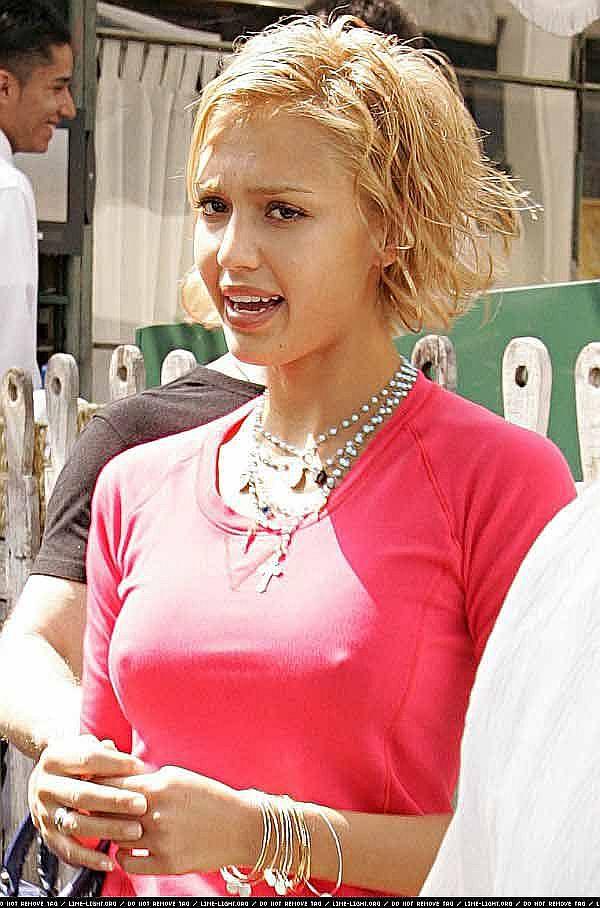 Jessica-Alba-Wardrobe-Malfuction-OOPS-Moments-30.jpg