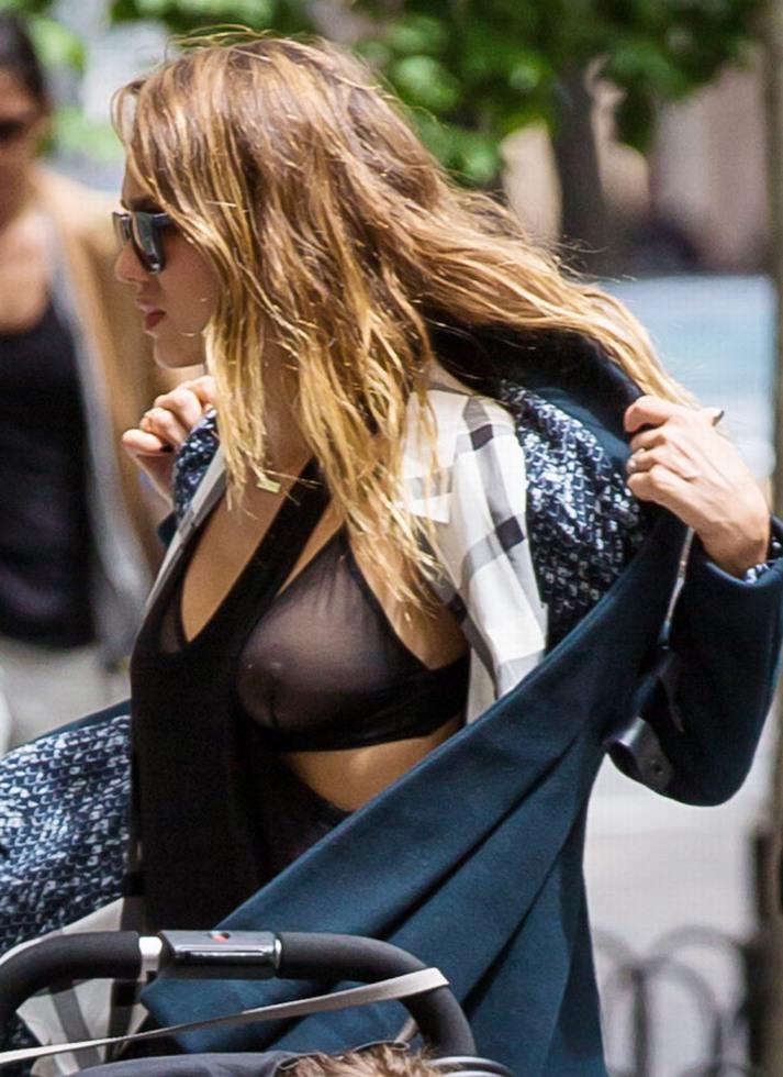 Jessica-Alba-Wardrobe-Malfuction-OOPS-Moments-40.jpg