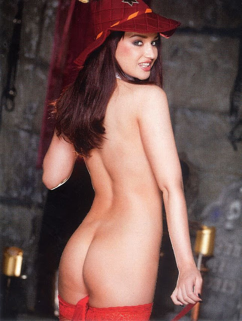 Kitty-Lea-Naked-Body-In-Bluebird-Magazine-www.GutterUncensored.com-007.jpg