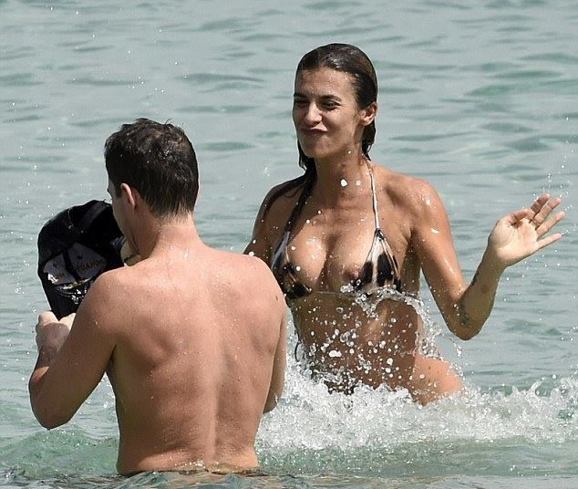 Elisabetta-Canalis-Topless-Candids-Nip-Slip-4.jpg