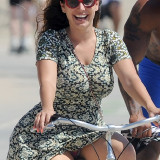 Kelly-Brook-Panty-Flesh-Upskirt-on-bike-1.jpg