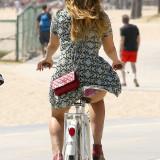 Kelly-Brook-Panty-Flesh-Upskirt-on-bike-2.jpg