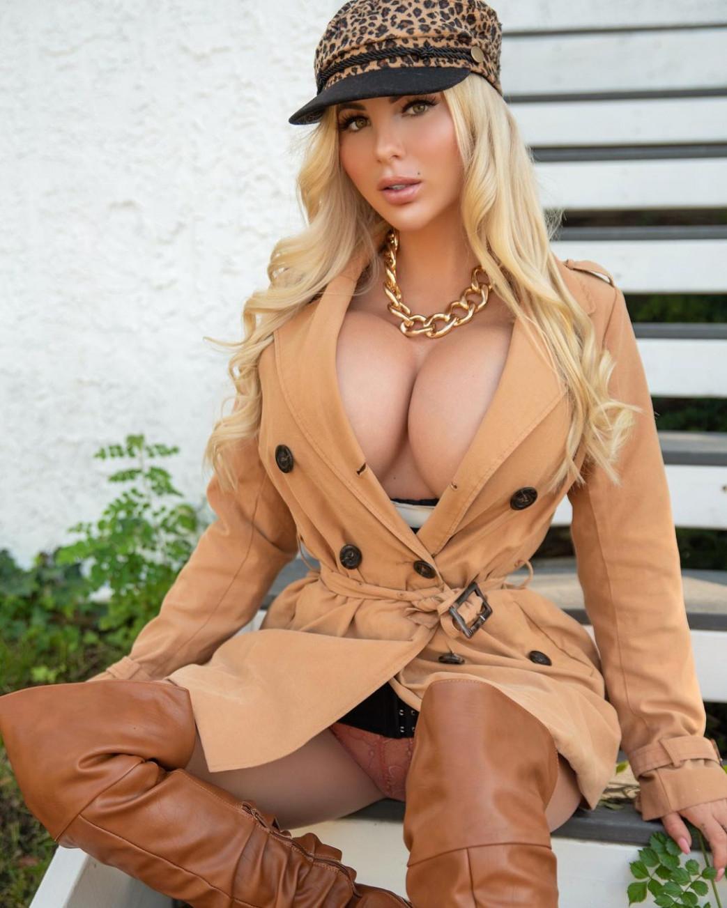 Jessica-Weaver-Huge-Tits-Cleavage-Underboobs-106.jpg