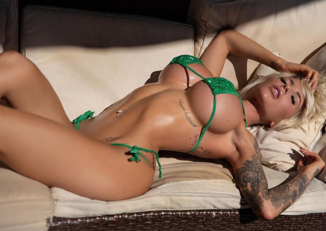 Jessica Weaver Huge Tits Cleavage Underboobs (115)
