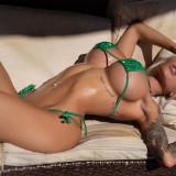 Jessica-Weaver-Huge-Tits-Cleavage-Underboobs-115