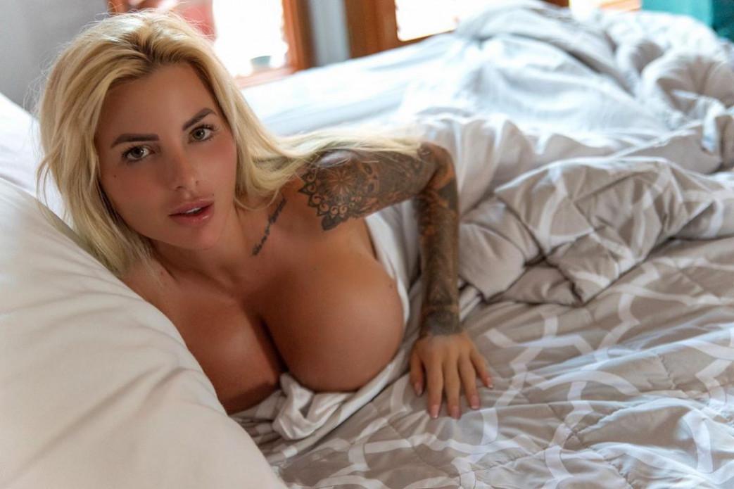 Jessica-Weaver-Huge-Tits-Cleavage-Underboobs-15.jpg