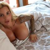 Jessica-Weaver-Huge-Tits-Cleavage-Underboobs-15
