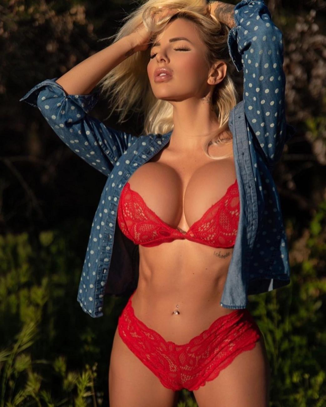 Jessica-Weaver-Huge-Tits-Cleavage-Underboobs-87.jpg