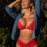 Jessica-Weaver-Huge-Tits-Cleavage-Underboobs-87