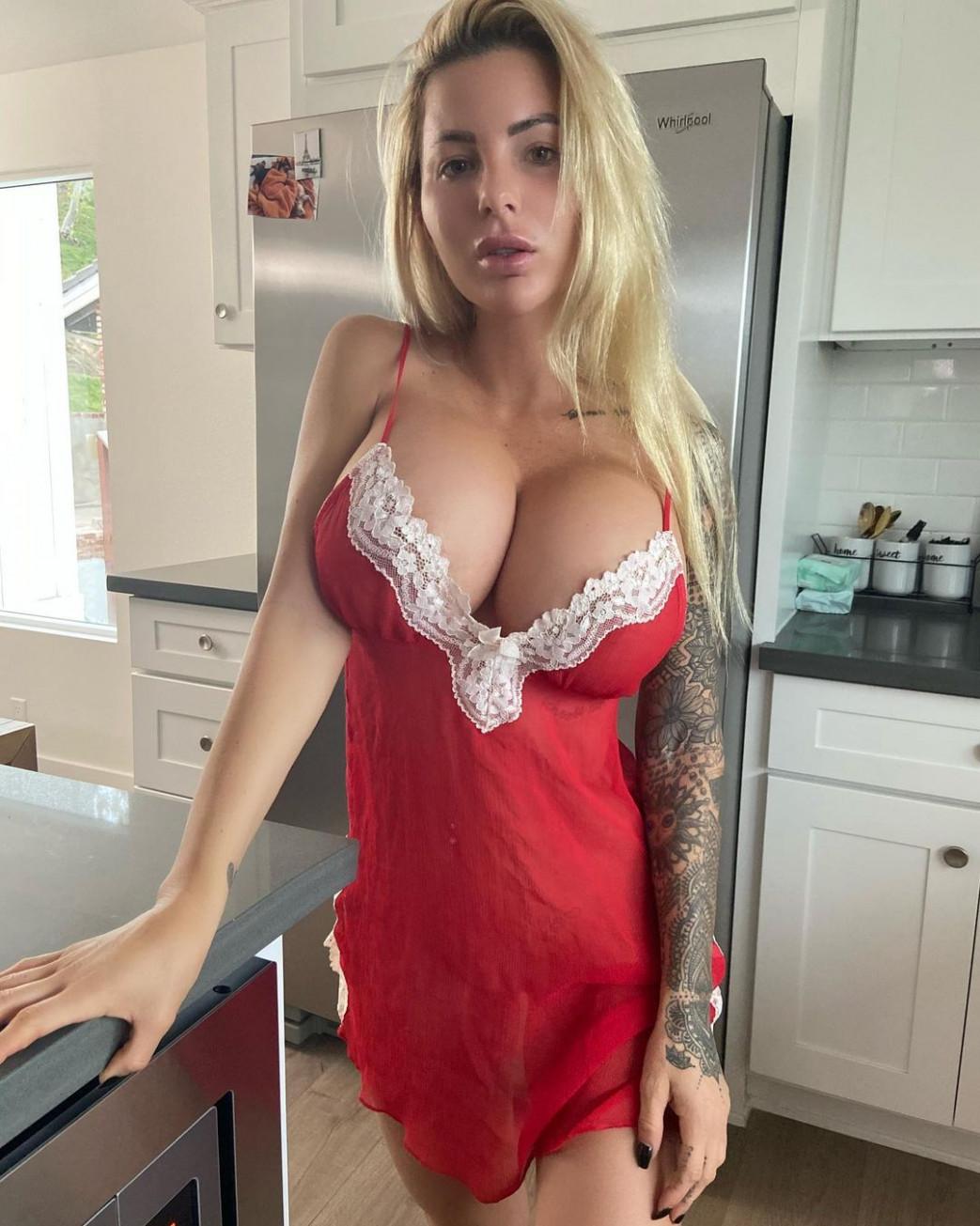 Jessica-Weaver-Huge-Tits-Cleavage-Underboobs-91.jpg