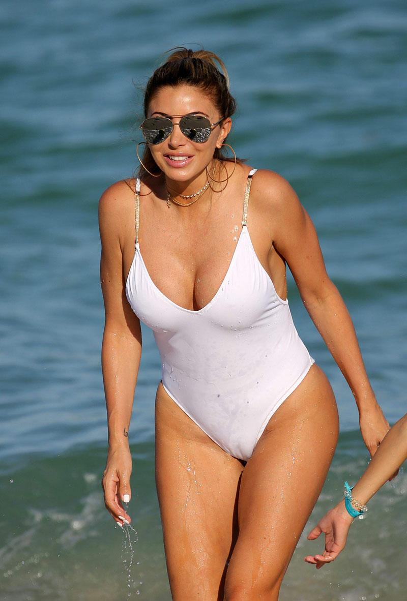 Larsa-Pippen-Cameltoe-Pokies-In-Wet-Swimsuit-1.jpg