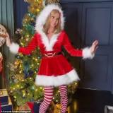 Amanda-Holden-as-Santa-Scteencaps-1