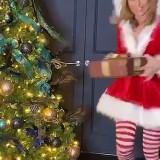 Amanda-Holden-as-Santa-Scteencaps-4