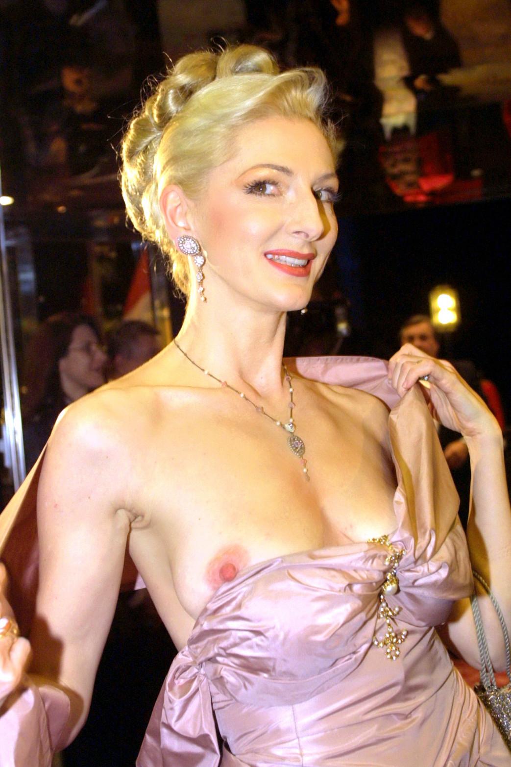 Desiree-Nick-Boob-Slip-at-unesco-benefiz-gala-2001-10.jpg