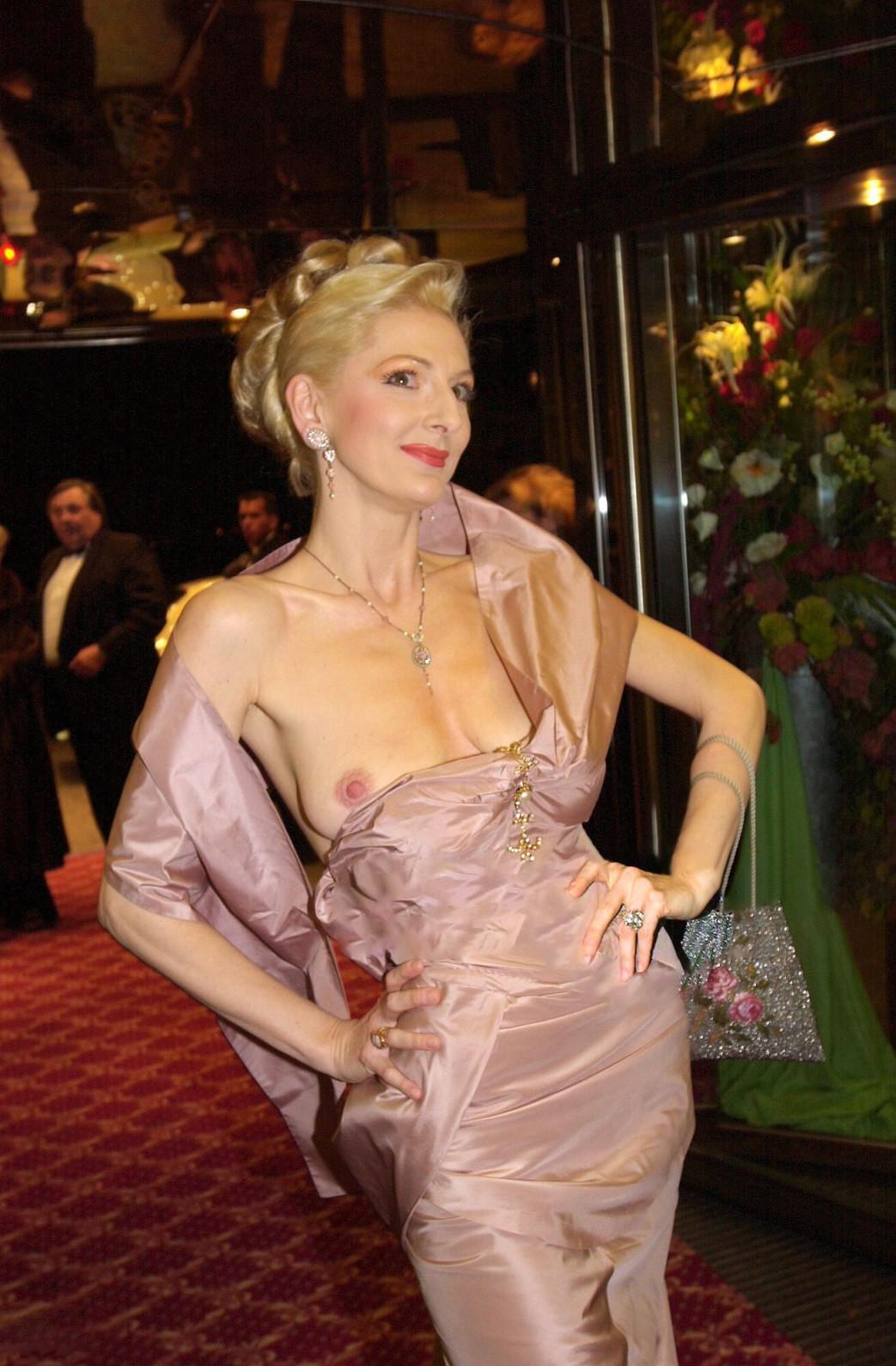 Desiree-Nick-Boob-Slip-at-unesco-benefiz-gala-2001-6.jpg