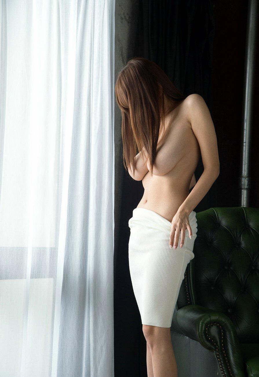 Shion-Utsunomiya-amazing-boobs-4.jpg