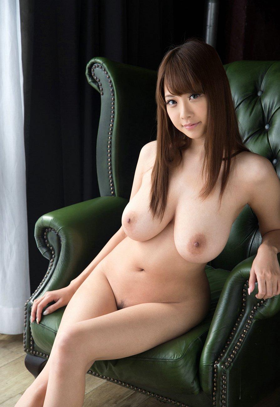 Shion-Utsunomiya-amazing-boobs-6.jpg