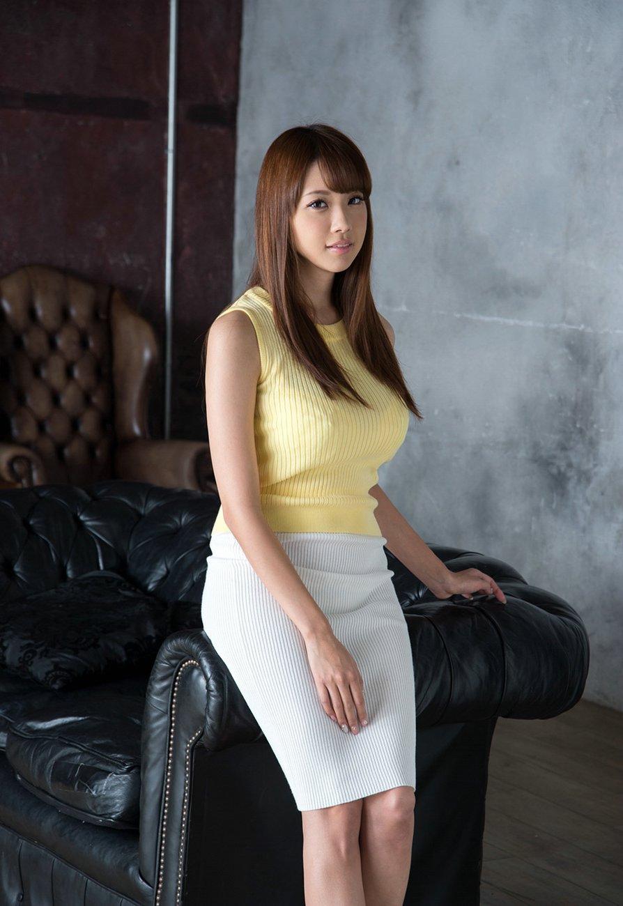 Shion-Utsunomiya-amazing-boobs-8.jpg