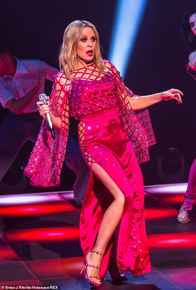 Kylie-Minogue-Jonathan-Ross-Show-Sexy-performance-1.jpg