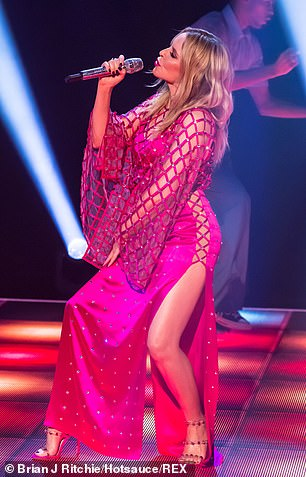 Kylie-Minogue-Jonathan-Ross-Show-Sexy-performance-10.jpg