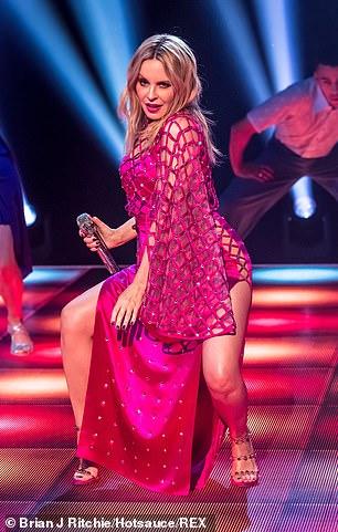 Kylie-Minogue-Jonathan-Ross-Show-Sexy-performance-11.jpg