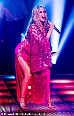 Kylie-Minogue-Jonathan-Ross-Show-Sexy-performance-12.jpg