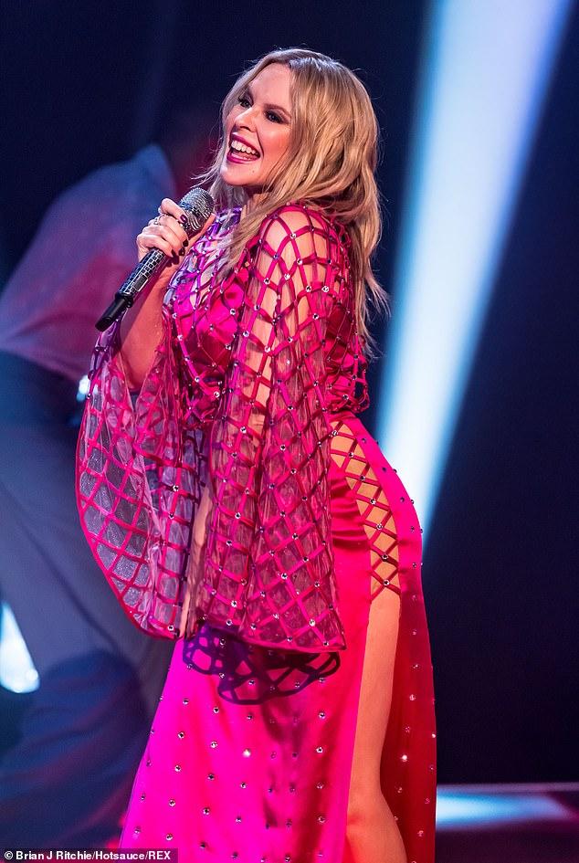 Kylie-Minogue-Jonathan-Ross-Show-Sexy-performance-14.jpg