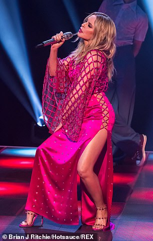 Kylie-Minogue-Jonathan-Ross-Show-Sexy-performance-16.jpg