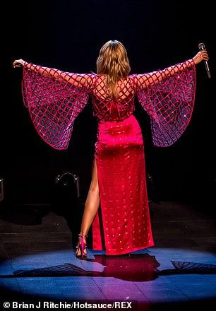 Kylie-Minogue-Jonathan-Ross-Show-Sexy-performance-17.jpg