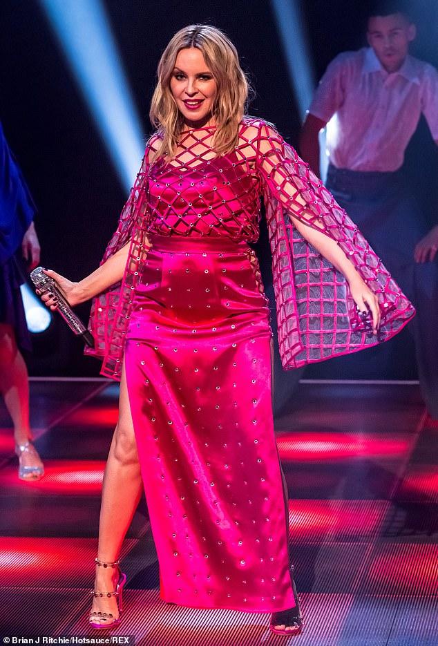 Kylie-Minogue-Jonathan-Ross-Show-Sexy-performance-2.jpg