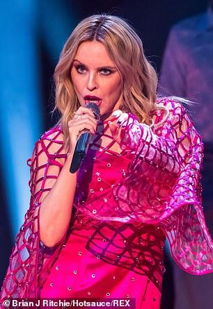 Kylie-Minogue-Jonathan-Ross-Show-Sexy-performance-4.jpg