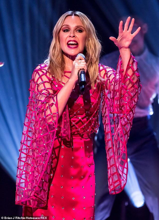 Kylie-Minogue-Jonathan-Ross-Show-Sexy-performance-6.jpg