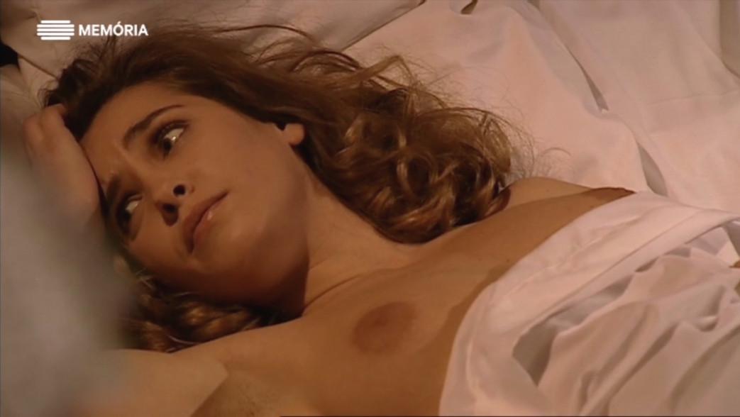 Sofia-Alves-nua---conde-de-abranhos-2.jpg